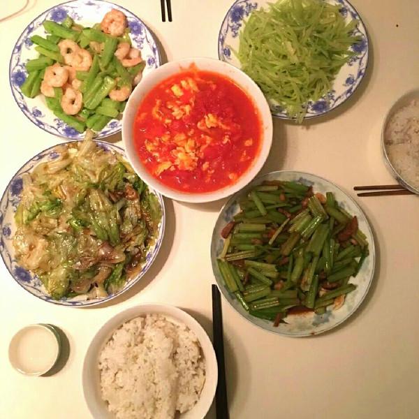 黄瓜123的笑语炒老八,生菜肥肠,虾仁炒肉,凉拌郑蚝油芹菜粉图片