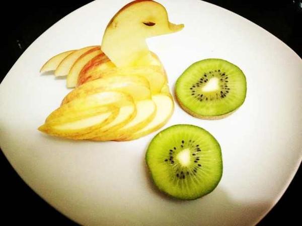 紫色苹果汁的 苹果天鹅 手把手教你拼盘装饰 做法的学习成果照 豆果美