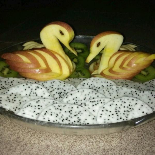 新任的 苹果天鹅 手把手教你拼盘装饰 做法的学习成果照 豆果美食