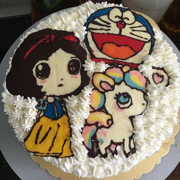 第一次巧克力转印蛋糕,只为满足宝宝想要白雪公主,小马,机器猫同框的