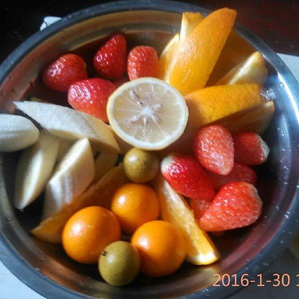 梅子柚子的水果拼盘做法的学习成果照_豆果美食