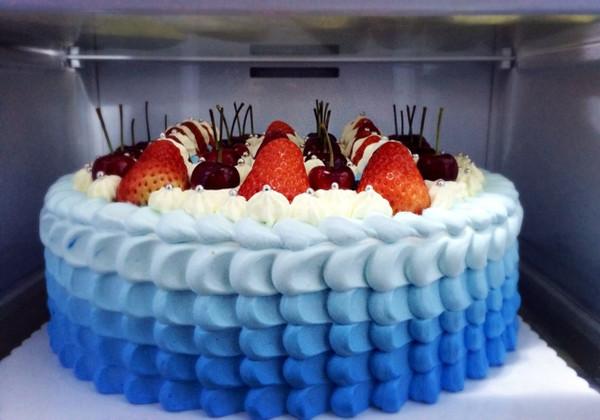 12寸蓝色渐变水果奶油蛋糕