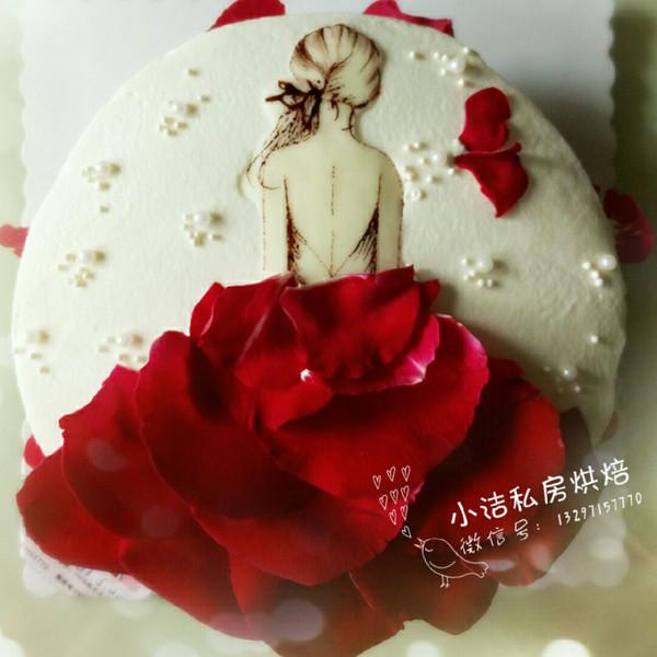女人背影玫瑰花蛋糕