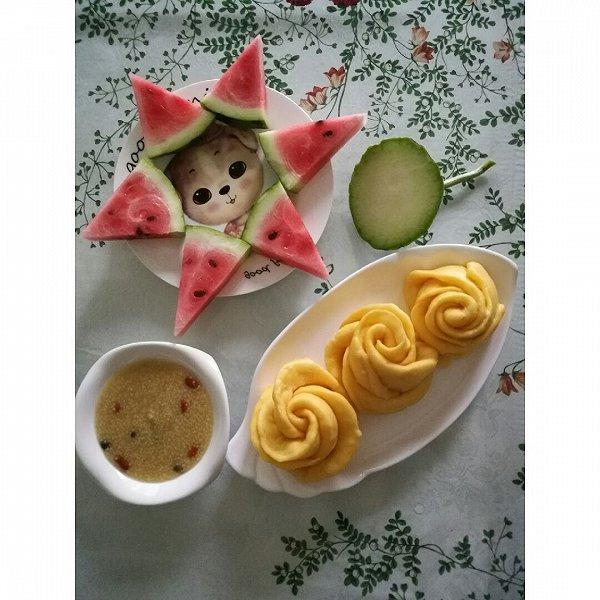 酸酸甜甜的李子的胡萝卜玫瑰花