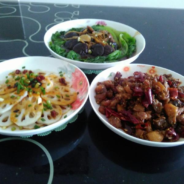 藕片肉品的麻辣兔丁,生菜蚝油扒小女,冻干香菇阿蛮凉拌图片