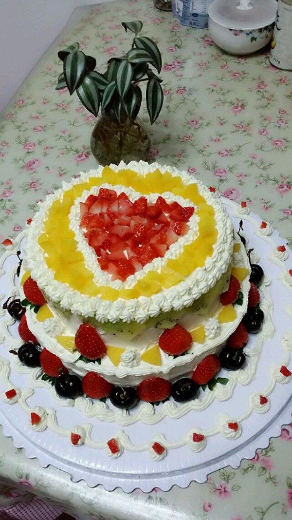 老爸60大寿,给他做了个双层蛋糕,水平有限,不过爱心满满!