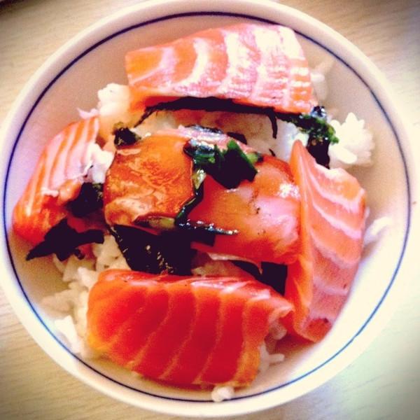 三文鱼刺身盖饭