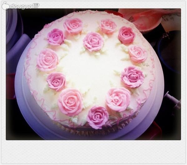 奶油玫瑰蛋糕,用的奶油霜图片